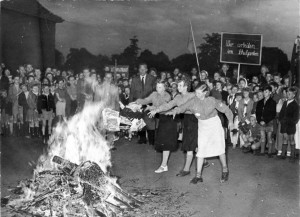 "Burning of ""dirt and trash literature"" at the 18th Elementary school in Berlin-Pankow (Buchholz), on the evening of International Children's Day, June 1st, 1955"