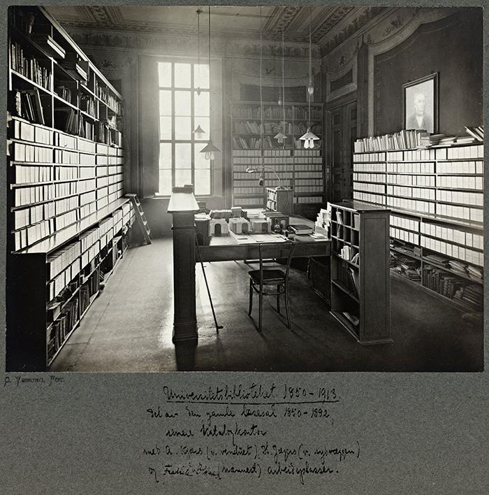 Universitetsbiblioteket_1850-1913_del_av_den_gamle_læsesal_1850-1892,_senere_Katalogsalen_(9572783831)